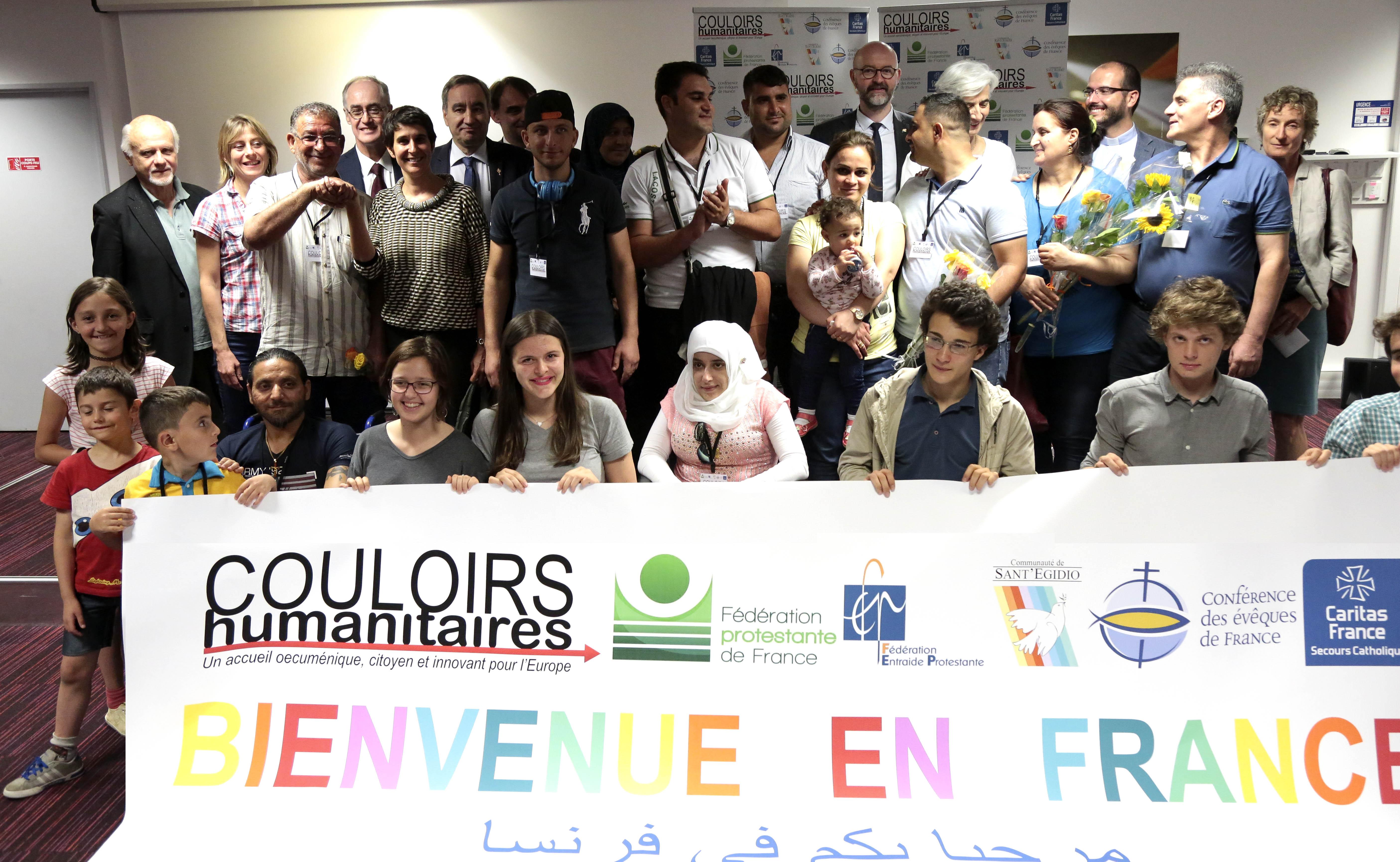 """""""Les couloirs humanitaires garantissent une approche globale, non techniciste et citoyenne. """" - Vues d'Europe"""